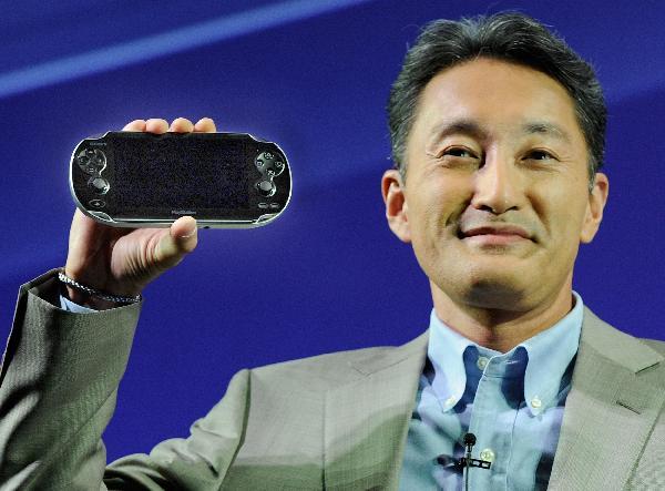 Kazuo_Hirai_with_Playstation_Vita1