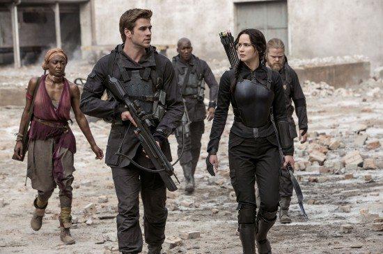 Hunger-Games-MockingJay-War-550x366