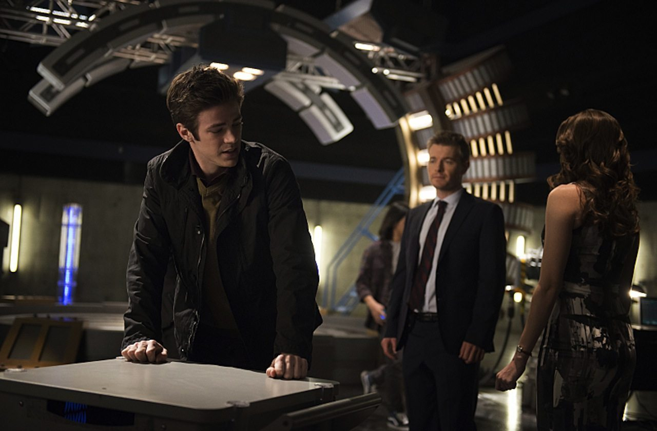 "The Flash -- ""The Trap"" -- Image FLA120B_0020 -- Pictured (L-R): Grant Gustin as Barry Allen, Rick Cosnett as Detective Eddie Thawne, and Danielle Panabaker as Caitlin Snow -- Photo: Cate Cameron/The CW -- © 2015 The CW Network, LLC. All rights reserved"
